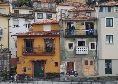 fiets op balkon in porto 8 mei